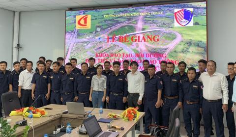 Lễ Bế giảng khóa đào tạo, bồi dưỡng Điều tiết và Đảm bảo an toàn giao thông