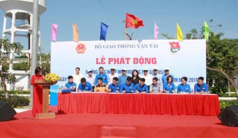 Tuổi trẻ trường Cao đẳng GTVT Trung ương V ra quân hưởng ứng ngày Môi trường thế giới (05/6) và Tuần lễ Biển đảo Việt Nam (01-08/6/2019)
